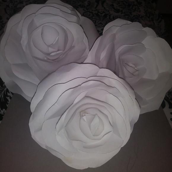 Other 3 white paper flowers poshmark 3 white paper flowers mightylinksfo